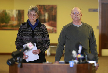 Paula and Ed Kassig, parents of U.S. aid worker Peter Kassig, walk toward microphones before reading a statement to the press in Indianapolis