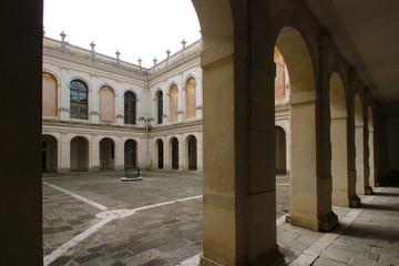 portico palazzo