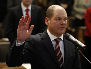 New Hamburg mayor Scholz takes oath of office during swearing-in ceremony in Hamburg