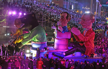 A float with giant figures of Russian President Vladimir Putin and French President Francois Hollande parades during the Carnival parade in Nice
