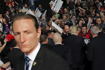 A member of the U.S. Secret Service guards Republican U.S. presidential candidate Donald Trump as he attends a campaign rally in Warren, Michigan