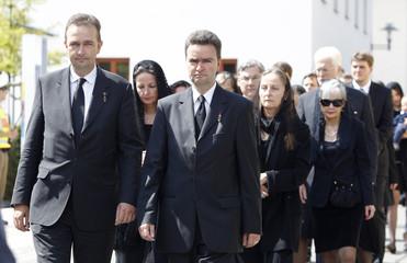 Family of Otto von Habsburg follows coffin to chapel for requiem in Poecking