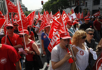 Union members march towards Spanish parliament in Madrid