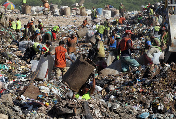 """People collect recyclable materials from Jardim Gramacho landfill, where the documentary Waste Land or """"Lixo Extraordinario"""" was filmed, in Rio de Janeiro"""