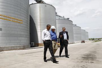 US President Obama tours POET Biorefining in Macon, Missouri