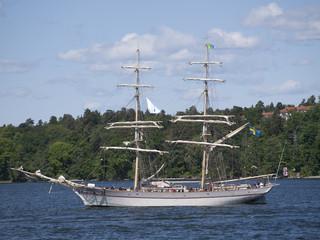 Segelschiff im Schärengarten von Stockholm