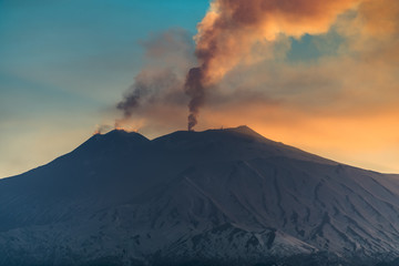 Mount Etna and its last eruption - fascinating and destroying Fototapete