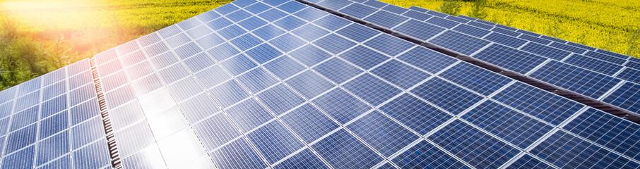 Agrarinvestition - Luftbild, Dachmontage einer Photovoltaikanlage auf einem Maststall, Banner