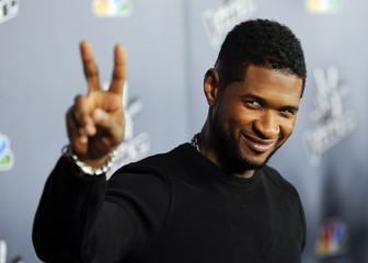 """Singer and """"The Voice"""" judge Usher arrives at the """"The Voice"""" Season 4 premiere screening in Los Angeles, California"""