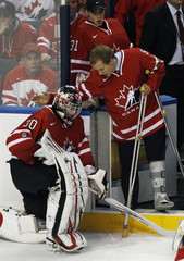 Canada's Schwartz consoles goaltender Visentin after their loss to Russia in the gold medal game at the IIHF World Junior Hockey Championships in Buffalo
