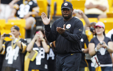 Pittsburgh Steelers coach Tomlin claps before their pre-season NFL football game against New York Giants in Pittsburgh