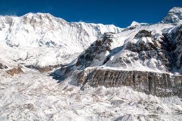 Widok na lodowcowy kocioł w Annapurna Sanctuary.