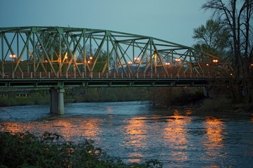 Foto op Plexiglas Rivier Bridge over the Willammette River near Alton Baker Park, Eugene, Oregon