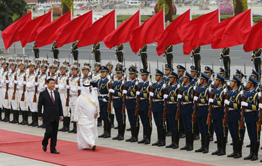 Bahrain's King Hamad bin Isa Al Khalifa and Chinese President Xi inspect honour guards at a welcoming ceremony in Beijing