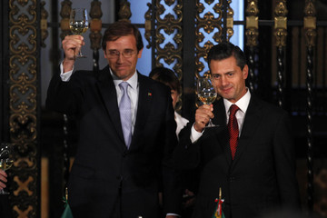 Portugal's Prime Minister Pedro Passos Coelho toasts with Mexico's President Enrique Pena Nieto during an official visit at the National Palace in Mexico City