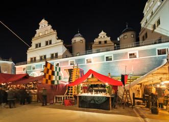 Mittelalterweihnachtsmarkt im Stallhof Dresden, Sachsen, Deutschland, Europa