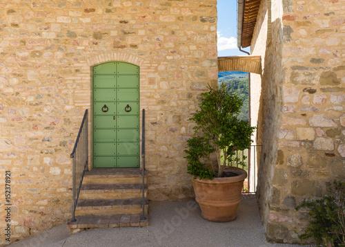 Tipica entrata di casa nel borgo storico stock photo and - Entrata di casa ...