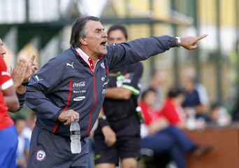 Chile's head coach Tocalli gives instructions to his players during their Group B soccer match against Venezuela at the South American under-20 Championship in Maldonado