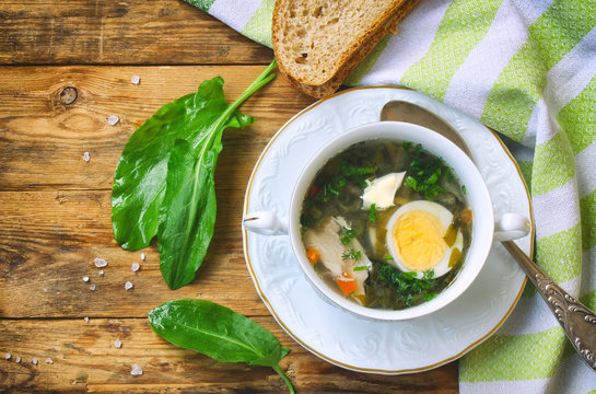 Sorrel soup with chicken meat
