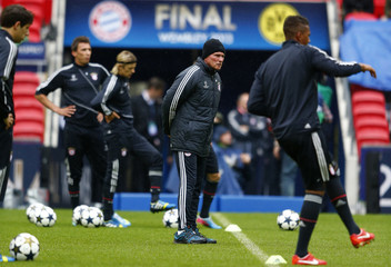 Bayern Munich's coach Jupp Heynckes watches a team training session ahead of their Champions League final soccer match against Borussia Dortmund at Wembley Stadium in London