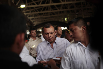 Honduras' President Porfiro Lobo visits a shelter for family members of inmates who died in the Comayagua jail fire, in Tegucigalpa