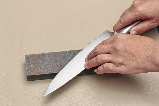 Handle the knife to make a sharp knife with a whetstone.