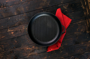 Vintage empty grill pan with red napkin
