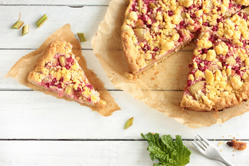frischer Rhabarber Kuchen Rhabarberkuchen Stück Overhead Top View frischer Rhabarber