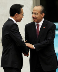 Mexican's President Calderon shakes hands with South Korea's President Myung-bak during a welcoming ceremony at the presidential residence Los Pinos in Mexico City