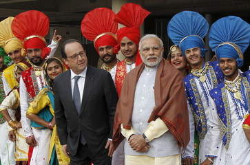 French President Hollande and India's PM Modi poses for a picture with Indian folk dancers during their visit to the Museum and Art Gallery in Chandigarh