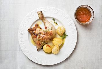 Hähnchen mit Kartoffeln im Ofen