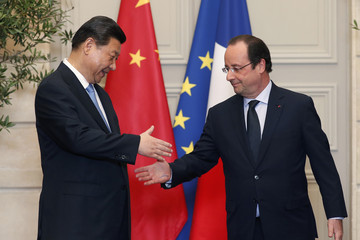 French President Hollande and China's President Xi Jinping shake hands at the end of a signing ceremony at the Elysee Palace in Paris
