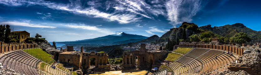 The Ancient theatre in Taormina, Sicily Fototapete