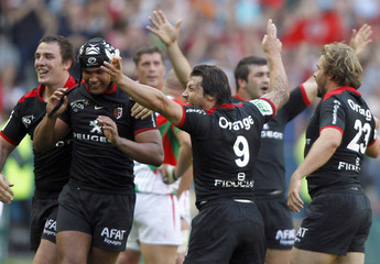 Toulouse's players celebrates after winning the Heineken Cup final against Biarritz Olympique at the Stade de France in Saint Denis near Paris
