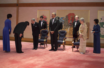 Japan's Emperor Akihito, U.S. President Obama and Empress Michiko greet guests before the Japan State Dinner in Tokyo