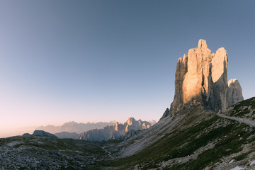Sonnenaufgang an den Drei Zinnen in den Dolomiten, Italien