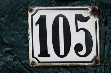 Hausnummer 105