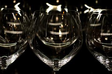 Lichtreflexe auf Weingläser