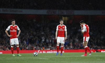 Arsenal's Mesut Ozil, Granit Xhaka and Alexis Sanchez prepare to take a free kick