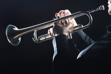 Poster Muziek Trumpet player. Trumpeter hands