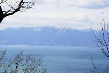 八幡山山頂からの琵琶湖越しの比良山系
