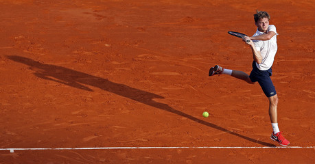 Goffin returns the ball to Robredo during the Monte Carlo Masters in Monaco