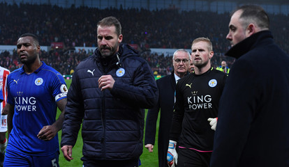 Leicester City manager Claudio Ranieri and Leicester City's Kasper Schmeichel look dejected at half time