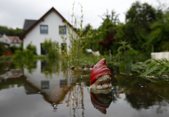 Water of Oder river covers garden of house in Bushmuehlenweg in Frankfurt/Oder