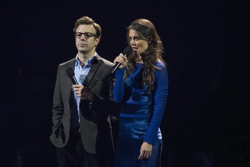 """Actors Holmes and Sudeikis introduce act during """"12-12-12"""" benefit concert for victims of Superstorm Sandy at Madison Square Garden in New York"""