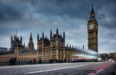 Langzeitbelichtung beim Big Ben und dem House of Parliament, London