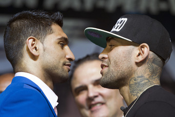 Welterweight boxers Amir Khan of Britain and Luis Collazo of the U.S. fence off during a news conference for undercard boxers at the MGM Grand Hotel and Casino in Las Vegas