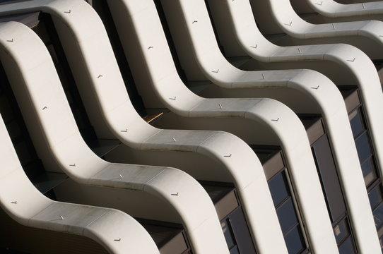 Bordeaux, immobilier à  Mériadeck, architecture 1970 moderne et balcon.