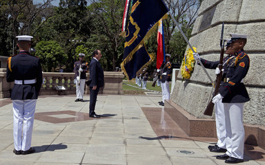 """French President Francois Hollande pays his respects after laying a wreath at the """"Rizal"""" Monument in Manila"""