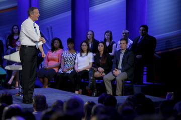 U.S. Democratic presidential candidate Martin O'Malley rolls up his sleeves and speaks at the Iowa Democratic Presidential Town Hall Forum in Des Moines